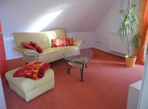 Citynahe 2,5-Zimmer-DG-Wohnung, komplett möbliert, mitten im Grünen in Stuttgart