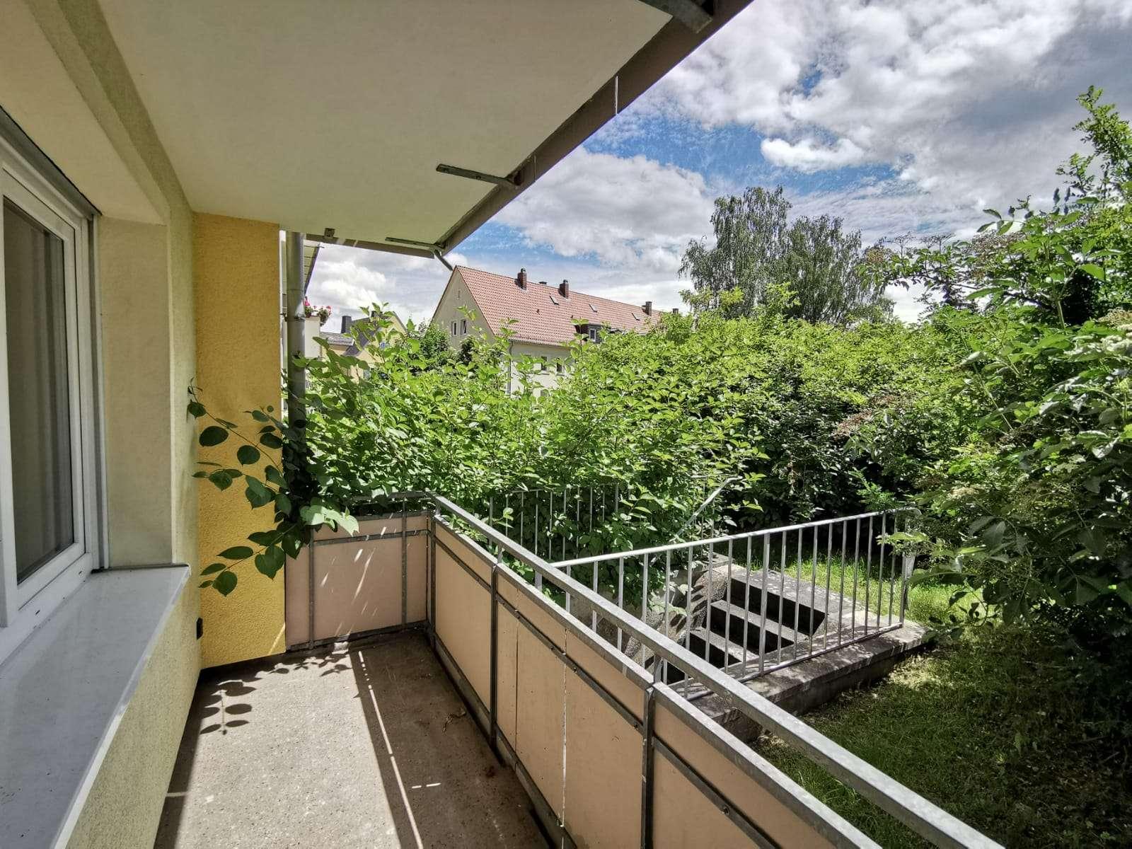 neu renovierte 4-Zimmer EG mit großem Balkon in ruhiger Lage in