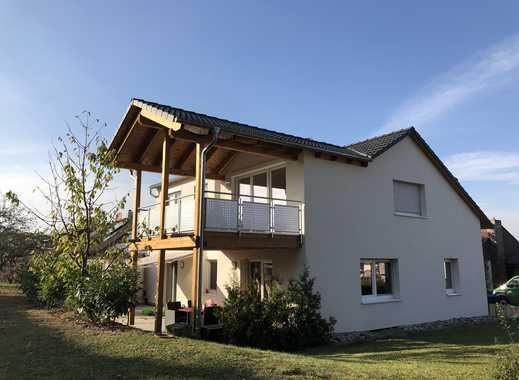 Helle Dachgeschosswohnung mit überdachtem Balkon in Roßwälden