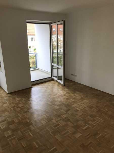 Stilvolle 3-Zimmer-Wohnung mit Balkon und Einbauküche in Erding in Erding