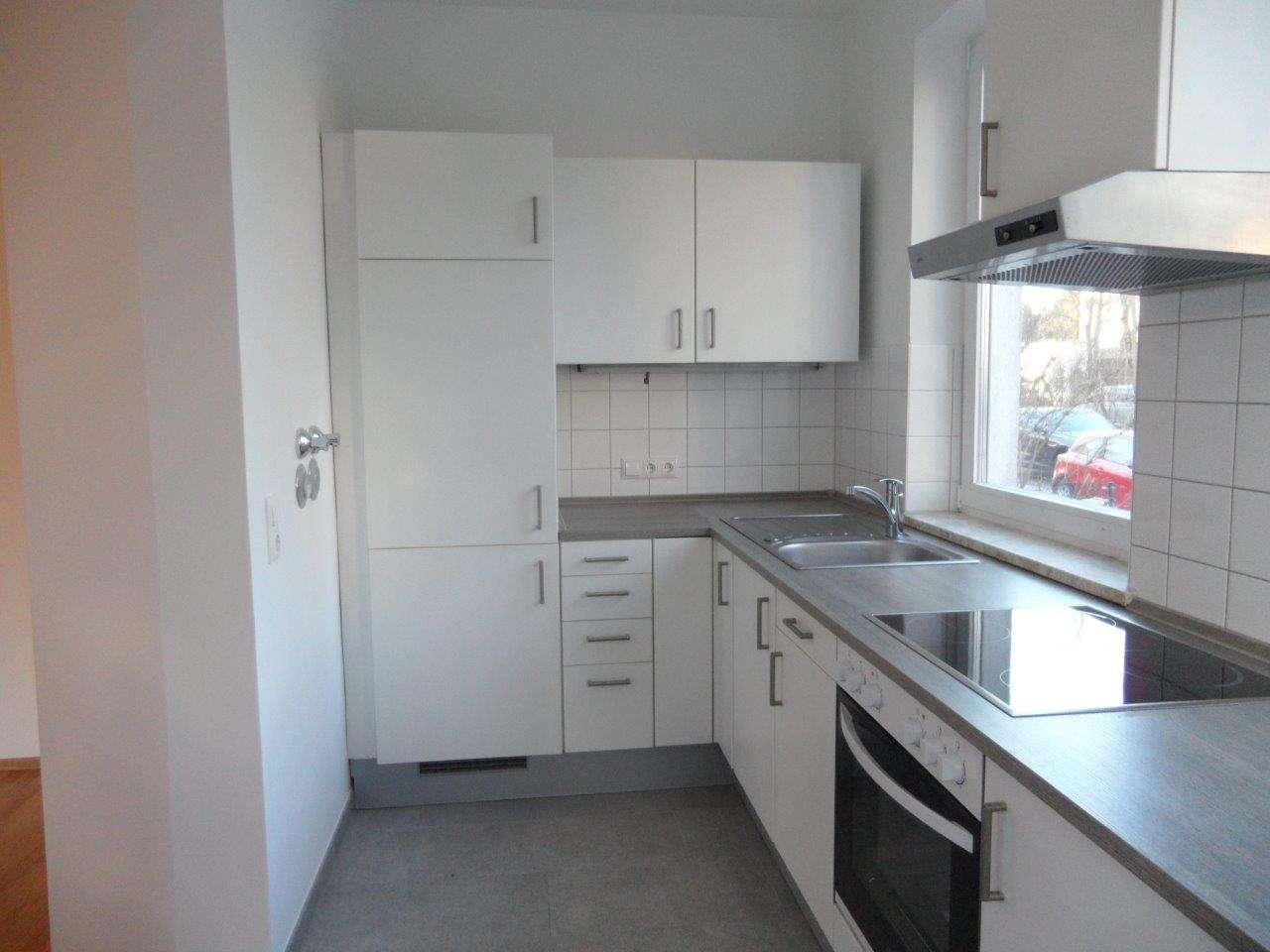 Komplett renovierte 3-Zi. Wohnung in Mü.-Trudering mit großem Garten, 5 Geh. Min. zur U-und S-Bahn in Trudering (München)