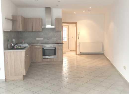 ***Neuer Graben-Gepflegte Wohnung mit Terrasse, Keramikfliesen, GästeWC, Wanne & Dusche-EBK***