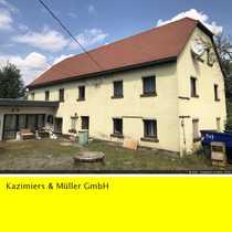 Wohnhaus mit Garagen und Lager