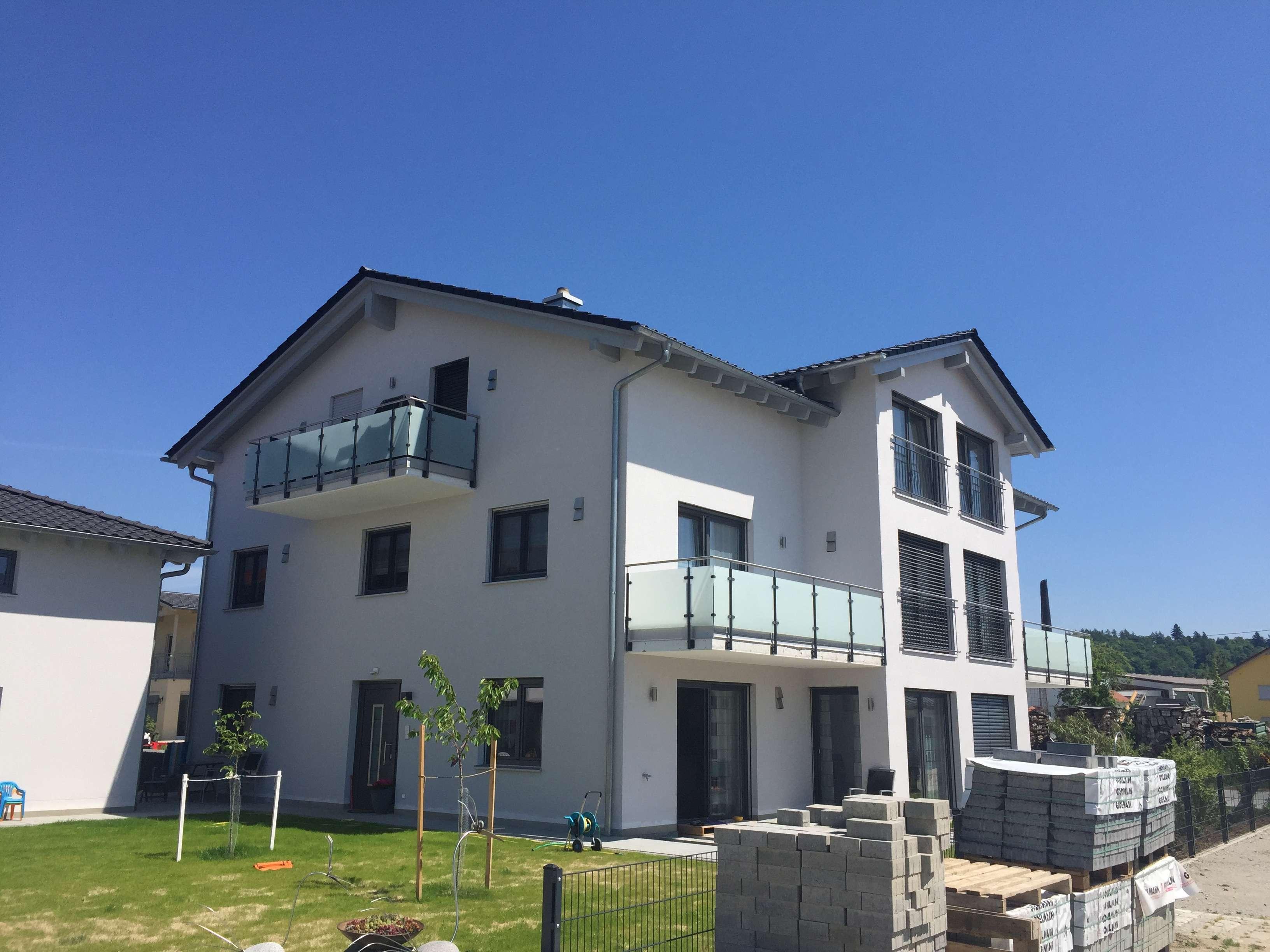 Neuwertige 2-Raum-DG-Wohnung mit Balkon in Deggendorf in Deggendorf