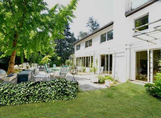 Frankfurt: Luxuriöse Villa mit Einliegerwohnung, Garagen und fantastischem Garten in Top - Lage