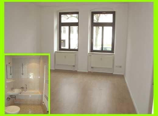 **Hier gibt´s neues Laminat, einen kleinen Balkon und ein schickes Wannenbad**