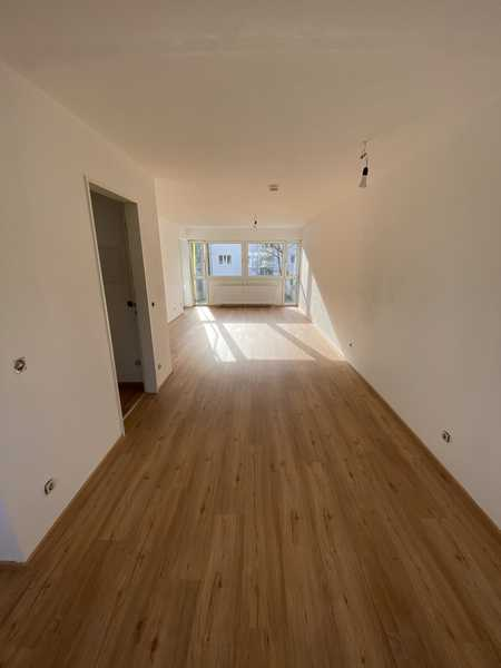 Exklusive, vollständig renovierte 2-Zimmer-Wohnung mit Balkon in München in Berg am Laim (München)