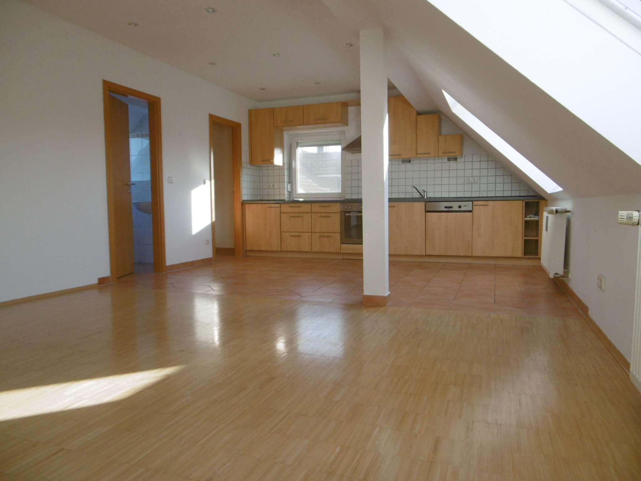 sehr schöne Gallerie-Dachgeschoss-Wohnung im Siedlungshaus im Harthof, Nähe BMW FIZ in Hasenbergl (München)