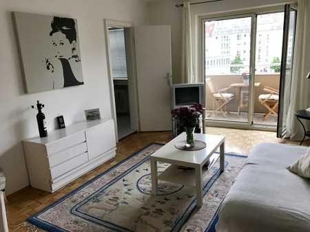 Schöne möblierte 2-Zimmer-Wohnung mit Einbauküche und Balkon in Neuhausen, München in Neuhausen (München)