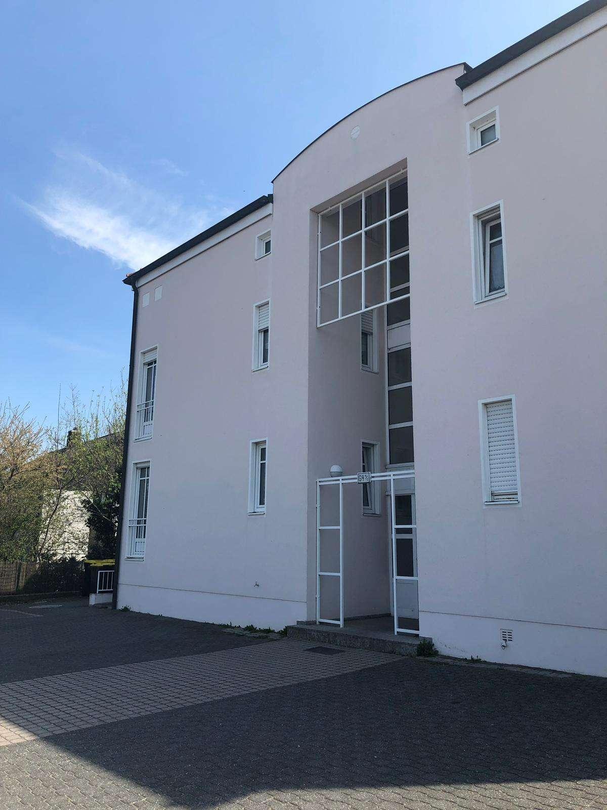 Schöne, helle,  gräumige Erdgeschosswohnung mit Balkon zu vermieten