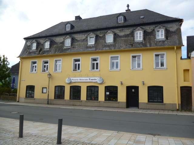Günstige, vollständig renovierte 3-Zimmer-Wohnung mit Terasse in Schwarzenbach an der Saale in Schwarzenbach an der Saale