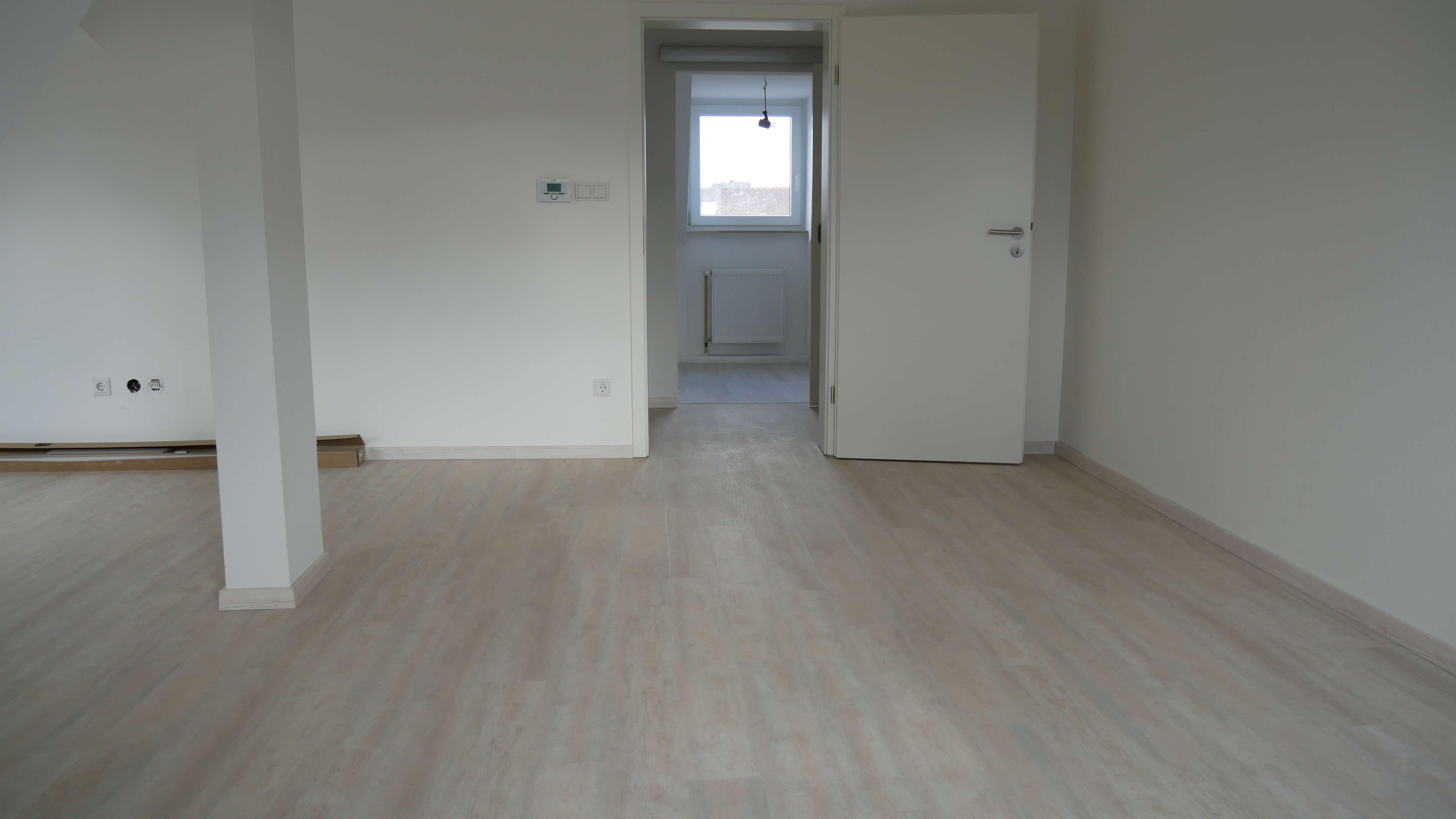 Top renovierte, helle 4-Zimmerwohnung, Nähe Fürther Stadtpark!!! 5.Stock ohne Aufzug!!! in Stadtpark / Stadtgrenze (Fürth)