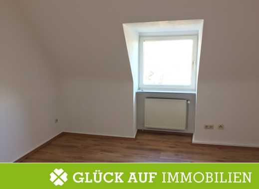 Kostenübernahme Jobcenter! Renovierte DG-Wohnung mit Einbauküche in ruhiger Lage