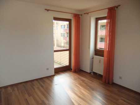 Bitte nur Mailanfragen: Schönes Appartement mit Balkon und Einbauküche in Kumpfmühl-Ziegetsdorf-Neuprüll (Regensburg)