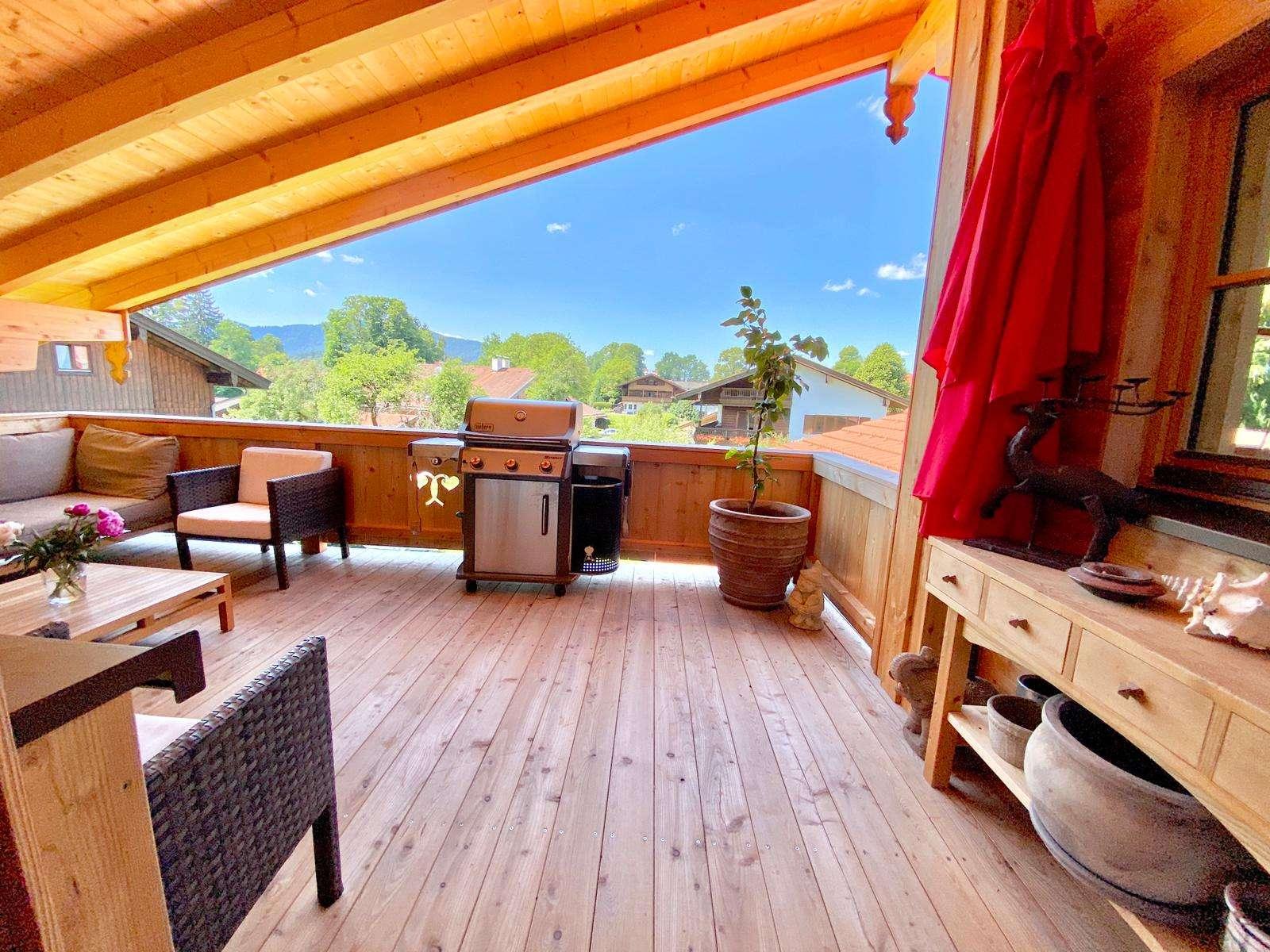 Neuwertig exklusive 6-Zimmer-DG-Wohnung mit großen Balkon in Dürnbach in