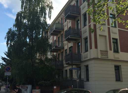 +Ruhig gelegene 2-Raum-Wohnung mit Laminat, Balkon, Bad gefliest, EBK in der südliche Innenstadt +