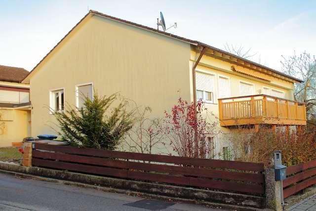 Gepflegte 4-Zimmer-Hochparterre-Wohnung mit Balkon und Einbauküche in Markt Indersdorf