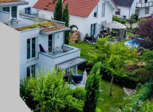 Moderne Doppelhaushälfte mit eigenem Garten in bester Lage