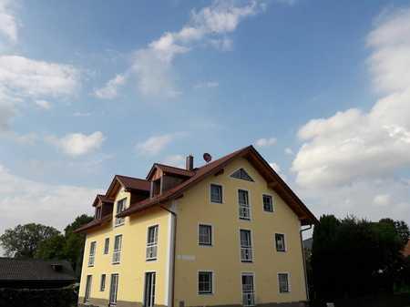**extra-immobilien** Neuwertige 3 Zimmer Terrassenwohnung in Großeisenbach in Fahrenzhausen