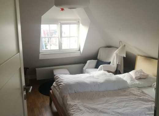 Exklusive 2,5-Zimmer-Dachgeschosswohnung mit Balkon und Einbauküche in Stuttgart