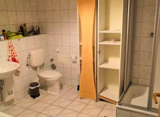 unmöbliertes 28qm Zimmer, in 116qm 3er-WG, direkt am Markt