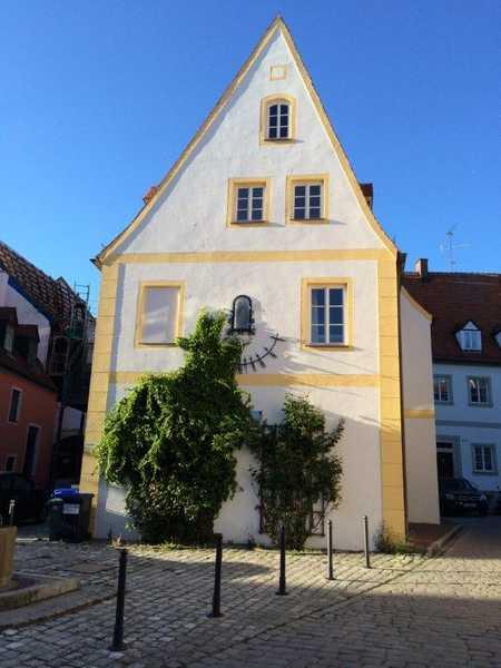 Neuwertige 2-Raum-Erdgeschosswohnung mit Terasse und Einbauküche in Neuburg an der Donau in Neuburg an der Donau
