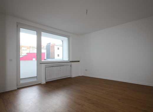 **Neu Renoviert** 2 Zimmer-Wohnung + Balkon zu vermieten**