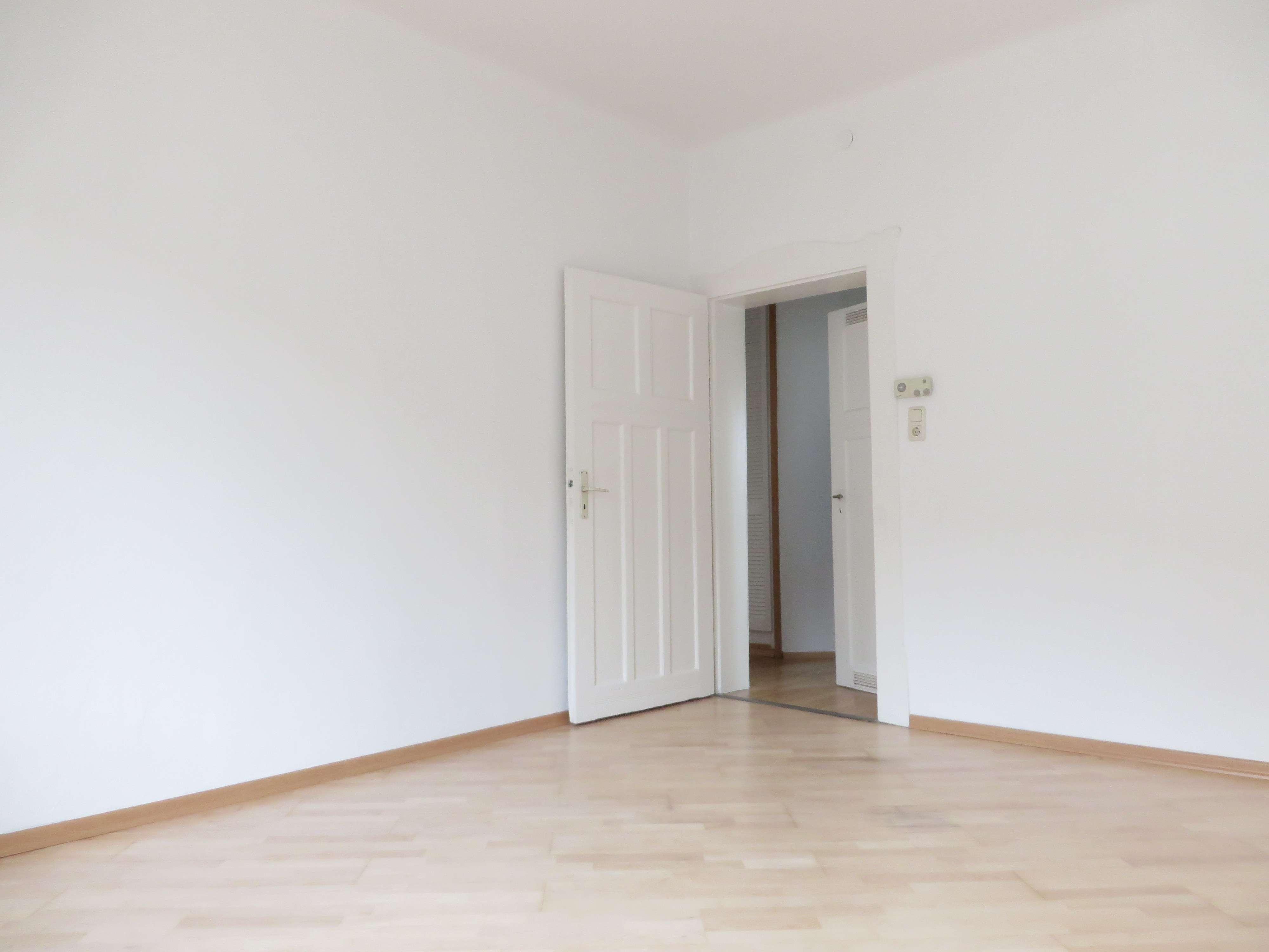 Nähe Pillenreuther Straße ! Renovierte 3-Zi.-Altbauwhg. ca. 71 qm, WG geeignet im 4.OG ohne Aufzug in Galgenhof (Nürnberg)