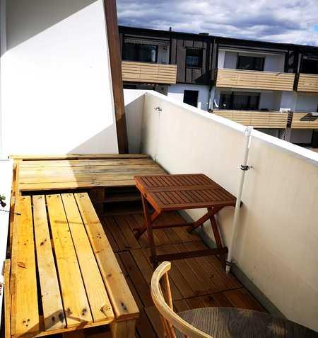 Von privat: Attraktive, Licht durchflutete Wohnung in ruhiger Lage - oberste Etage, mit Balkon. in Olching