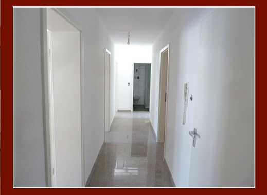 Großzügige, renovierte Wohnung mit neuem Bad in kleiner Wohneinheit, ideal für Singles und Paare!