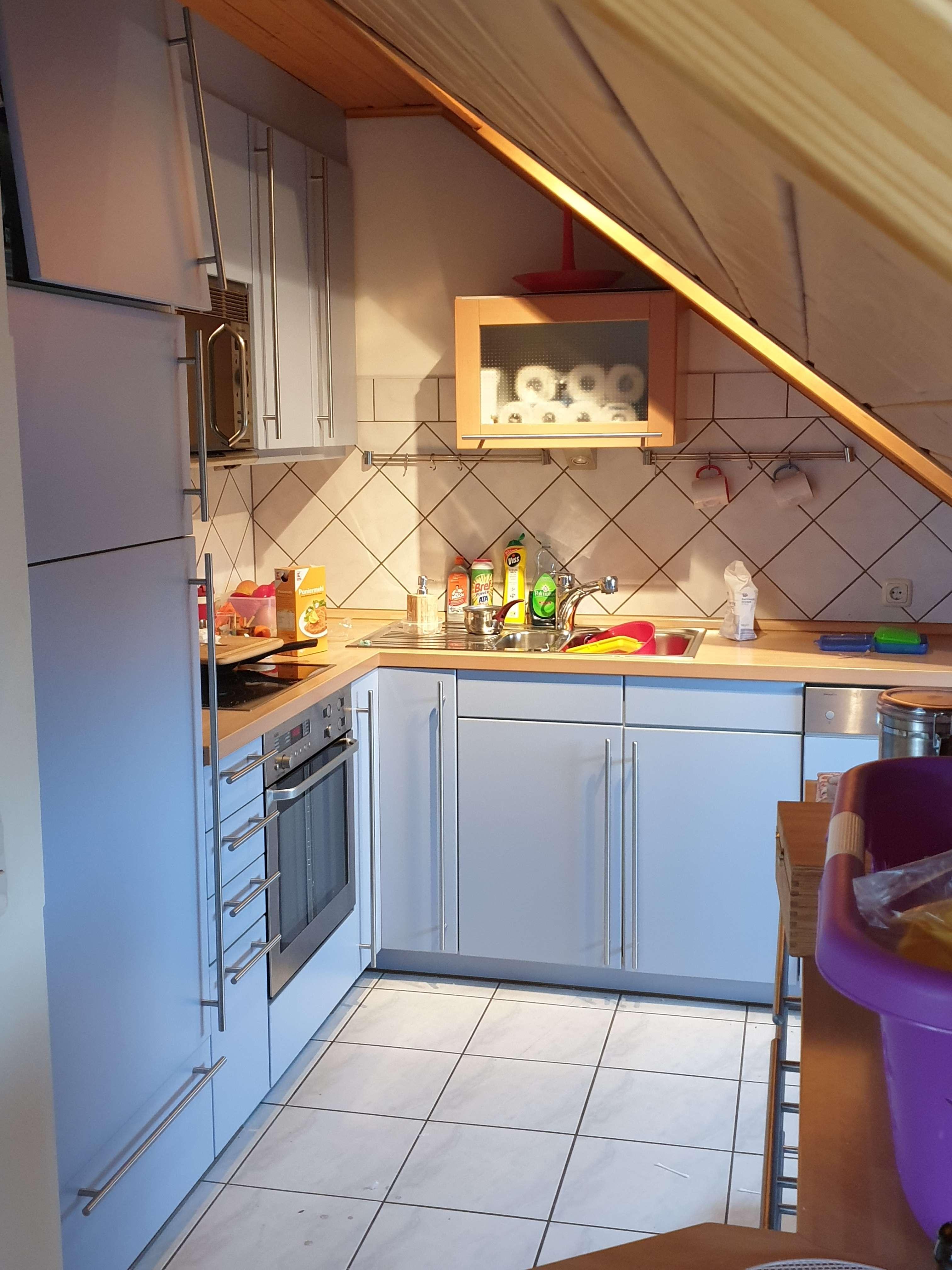 Sehr gepflegtes Haus - Tolle DG-Whg 3,5 Zimmer - Homeofficeplatz u. Bulthaup-EBK /Roth-Eckersmühlen in