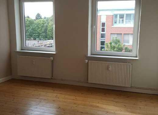 schönes, helles 20 qm Zimmer in einer 3er WG zu vermieten