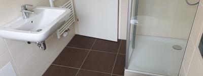 Frisch Sanierte 60 qm 2 Zimmer Wohnung mit Balkon
