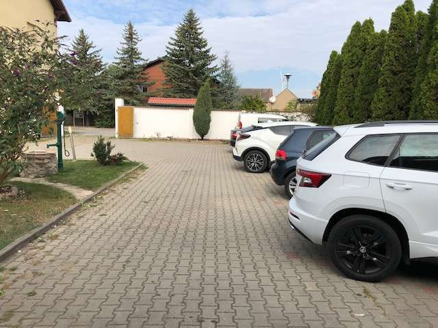 8x Mieterparkplatz