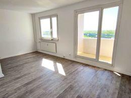 Wohnzimmer mit off. Küche (1)