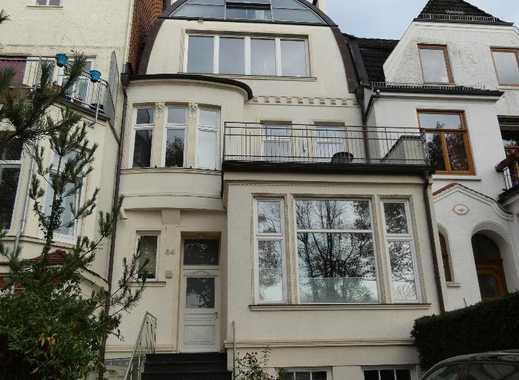 Hochwertige Vier-Zimmer-Maisonette-Wohnung mit drei Balkonen in Altbremer Haus im Peterswerder
