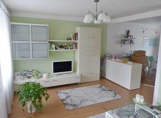 Freundliche 2-Zimmer-Wohnung mit Balkon und Einbauküche in Mönchengladbach