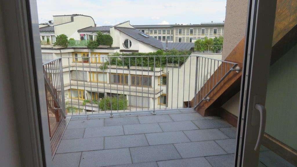 Tolle, neu renovierte 2 Zimmer Wohnung m. Terrasse Nähe Hauptbahnhof in Maxvorstadt (München)
