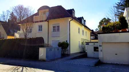 Stilvolle, gepflegte 2-Zimmer-Dachgeschosswohnung mit Balkon, EBK und Garage in Trudering, München in Trudering (München)