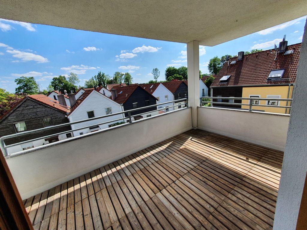 überdachter Balkon