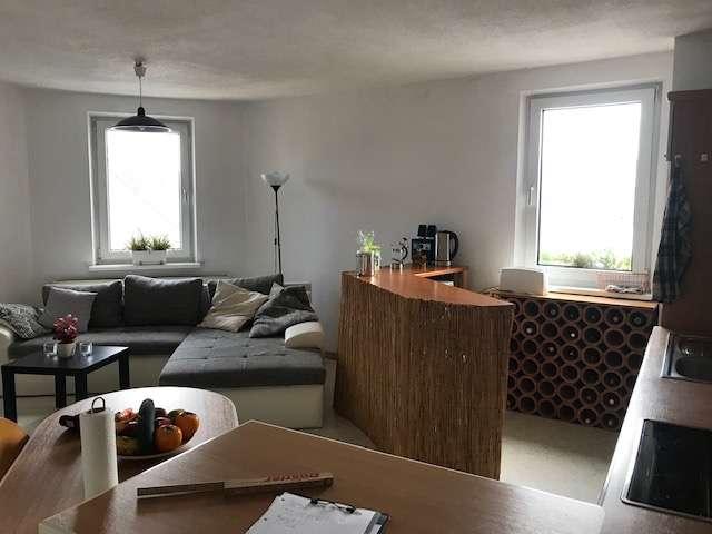 WG-geeignete, geräumige und lichtdurchflutete Wohnung im Herzen Bayreuths zu vermieten. in City (Bayreuth)