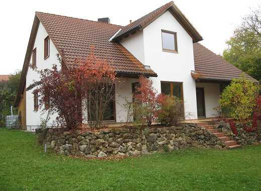 Einfamilienhaus mit Garten und Doppelgarage