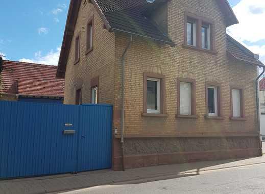 Einfamilienhaus / Bauernhaus mit Einliegerwohnung, Hof, Scheune und Garten von Privat.