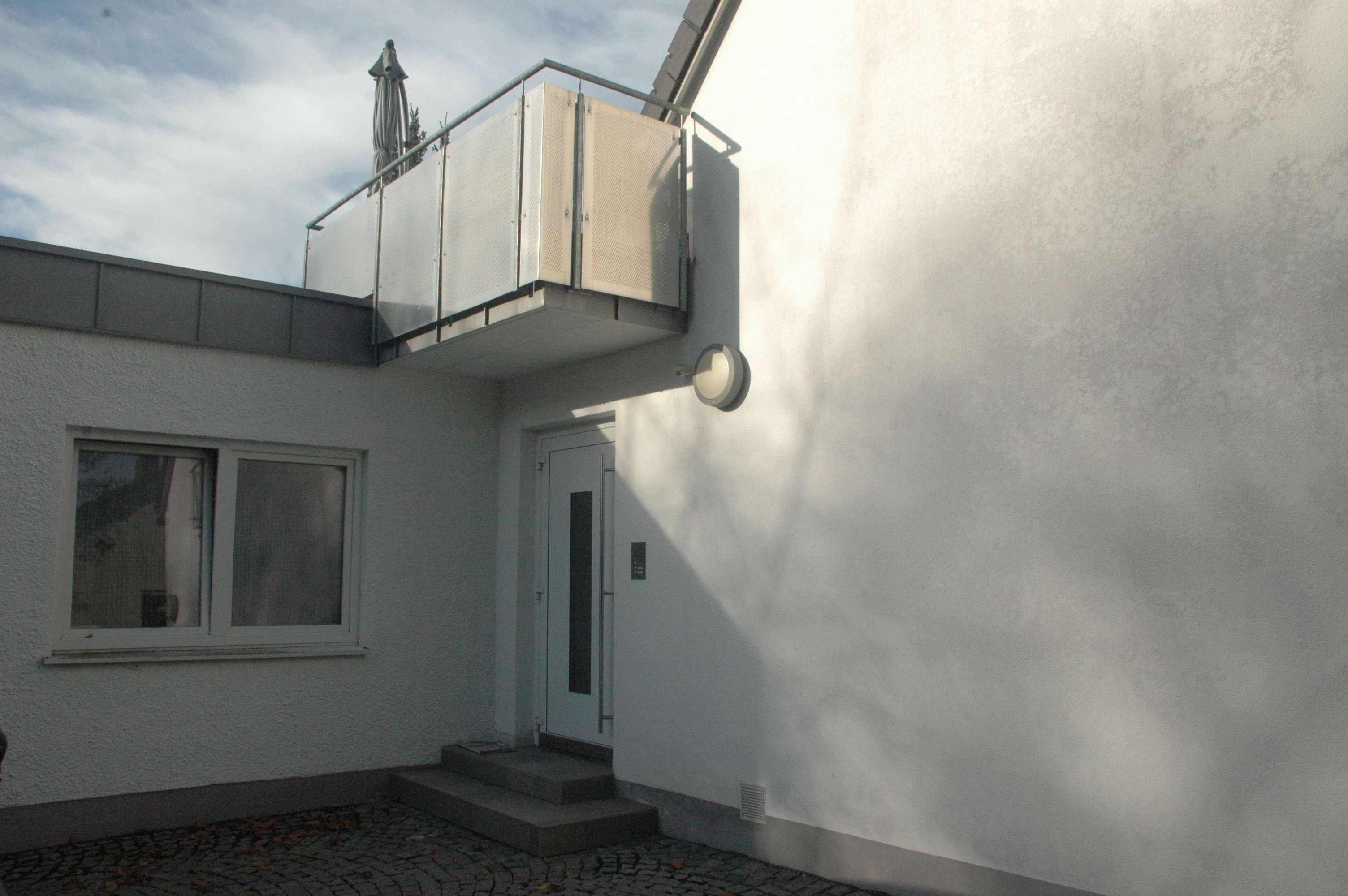 3-Zimmer-Neubauwohnung im ersten OG mit Süd-Balkon in Forstenried (München)