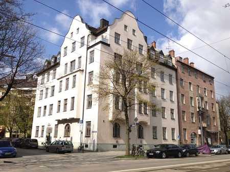 Erstbezug nach Komplettsanierung: wunderschöne, helle 4-Zimmer-Wohnung mit Dachloggia in Obergiesing (München)