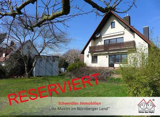 Idyllisch gelegenes 2-Familienhaus mit großem Gartengrundstück & zwei Doppelgaragen in Eckental-OT