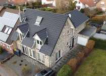 Großes Einfamilienhaus mit Garten Garage