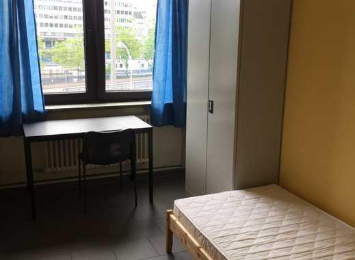 Zimmergröße 12 m² mit Waschbecken und Kaltwasser, Küche und sanitäre Anlagen in Gemeinschaft auf dem