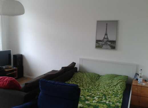 Helles möbliertes 22m² WG-Zimmer in 4er-WG nahe der Marktpassage, S-Bahn, Bushaltestelle!
