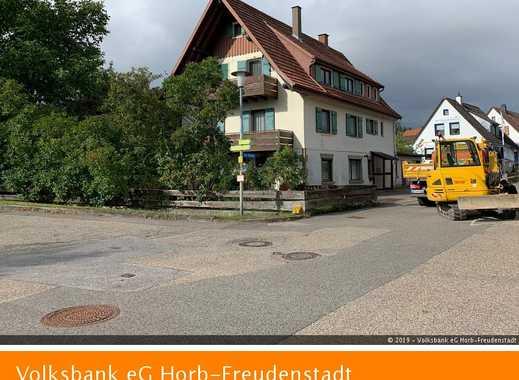 Großzügiges Ein- bis Zweifamilienhaus mit ebenem Gartengrundstück